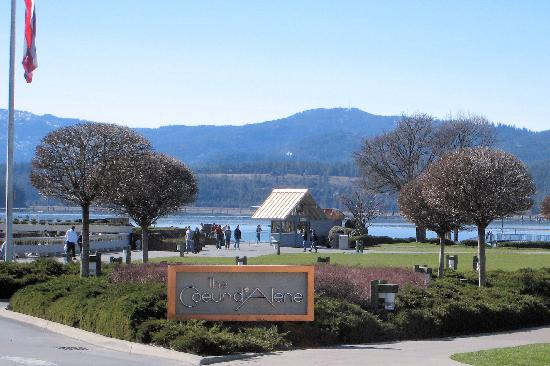 The Coeur d'Alene Resort: Entrance to the resort