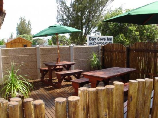 Bay Cove Inn Bed and Breakfast: Our little tea garden.