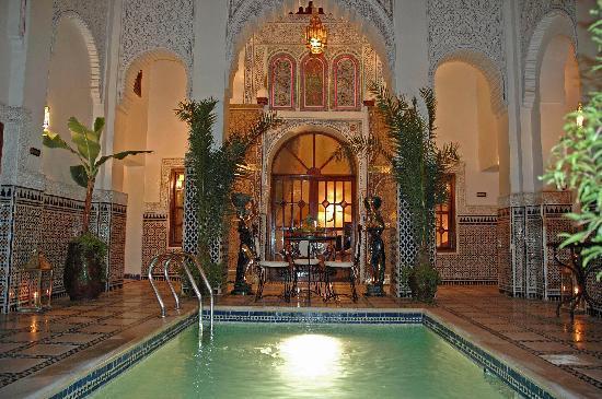 Riad & Spa Esprit du Maroc: patio N°1piscine de nuit