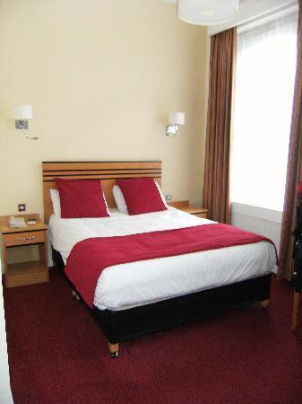 The Metropole Hotel: Single room, streetside room 211