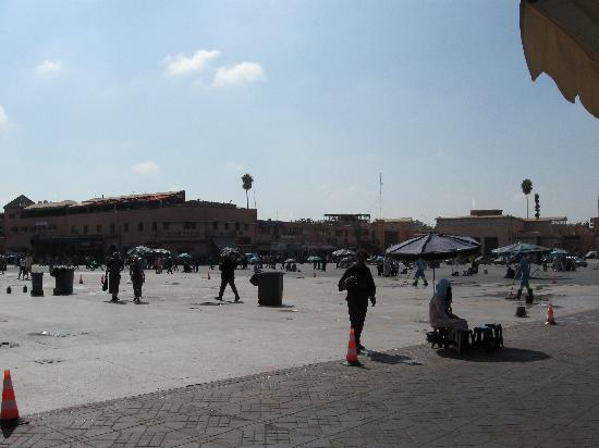 Djema al-Fna: La piazza al mattino è quasi deserta