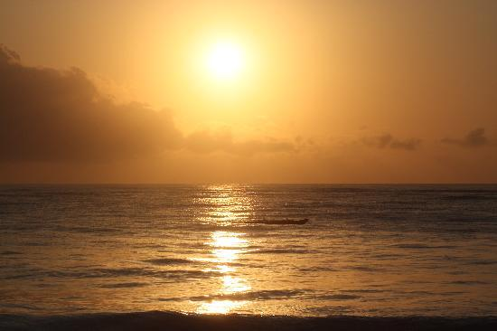 Southern Palms Beach Resort: Sunrise over the beach