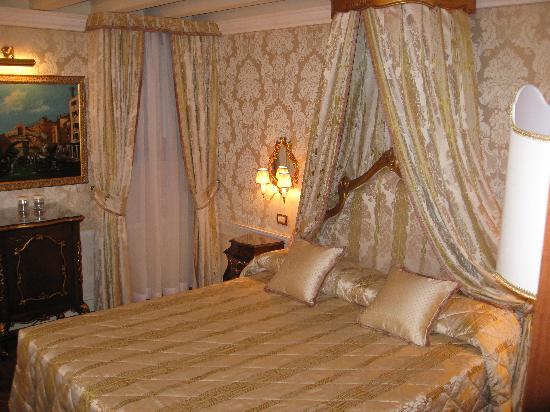 Hotel Canal Grande: The Rialto room