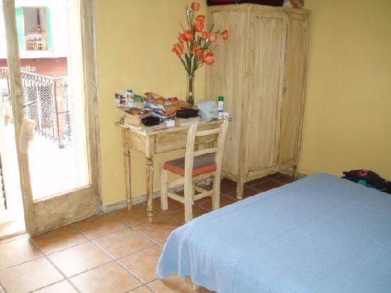 Hotel La Marina: Ebusitana bedroom with view of balcony