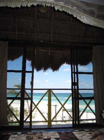 Nueva Vida de Ramiro: ocean view from the bed