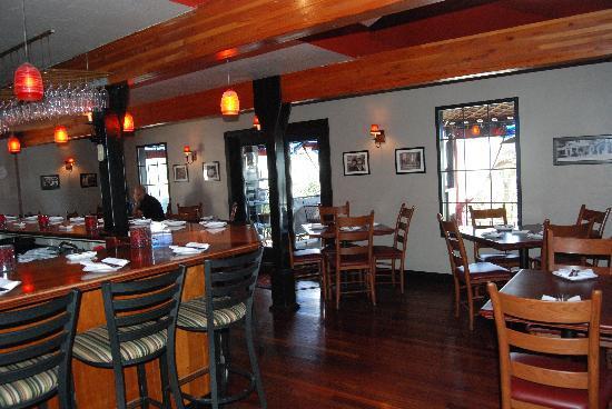 Willi's Wine Bar: interior
