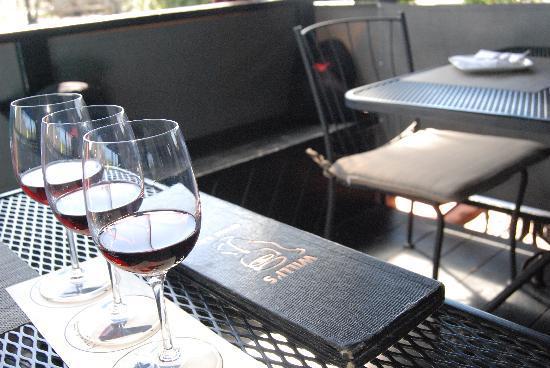 Willi's Wine Bar: flight on pinot noir