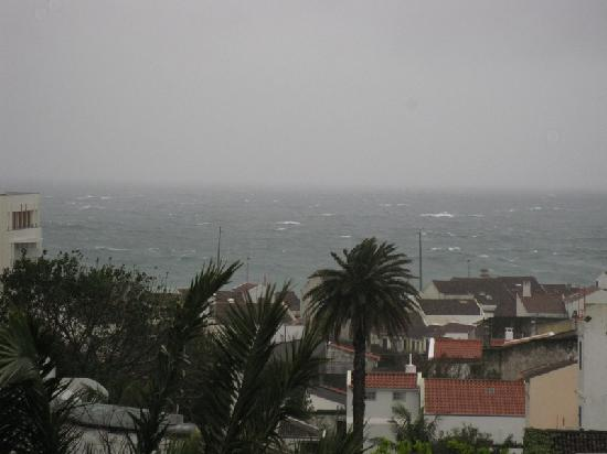 Azoris Royal Garden - Leisure & Conference Hotel: View from the room 306 on a stormy day
