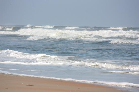 Coral Sands Inn & Seaside Cottages Ormond Beach: Walk down some steps and here you are......
