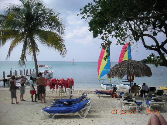 Grand Palladium Jamaica Resort & Spa: sports beach