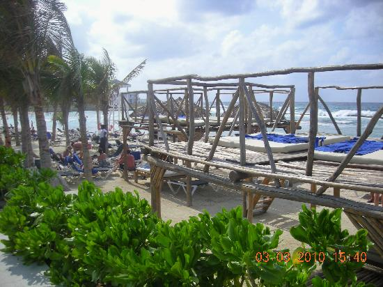 Grand Palladium Jamaica Resort & Spa: fun beds on main beach