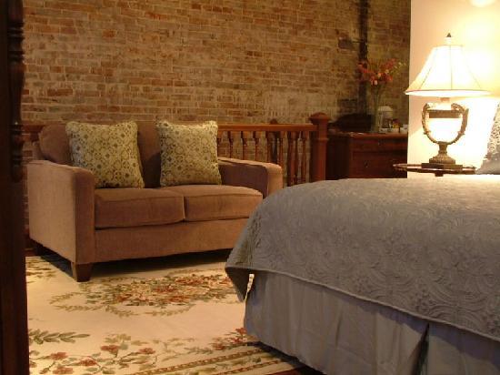 Grand Center Inn: Guestroom