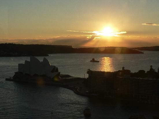 Shangri-La Hotel Sydney: View from our room at sunrise