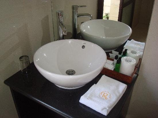 Aneka Lovina Villas & Spa: bathroom