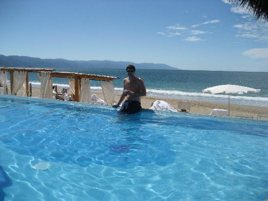 Villa Premiere Boutique Hotel & Romantic Getaway: Does a Pool Bar get any better than this???