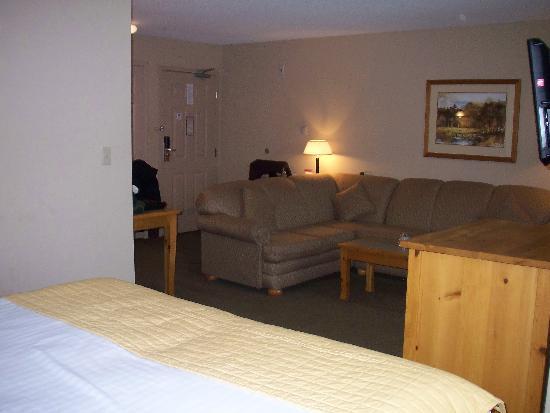 Trickle Creek Lodge: Very largeopen plan room