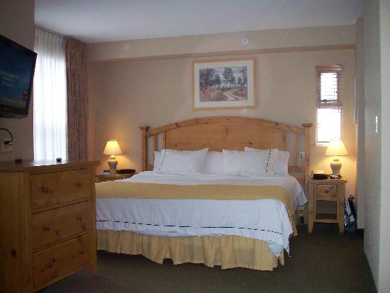 Trickle Creek Lodge: Very large bed a bit hard