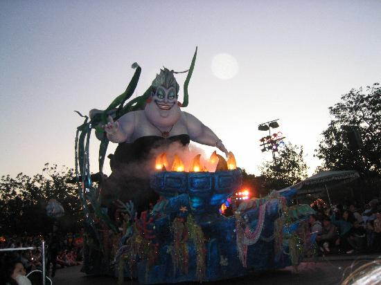 Disneyland Park: Ursula float in parade