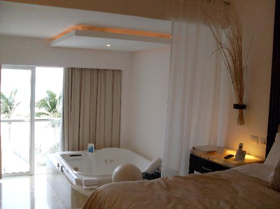 Le Blanc Spa Resort: The Room with Jacuzzi