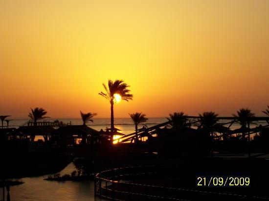 Royal Albatros Moderna Sharm el-Sheikh: Sonnenaufgang über Nabq Bay/Hotel Albatros Moderna Beach