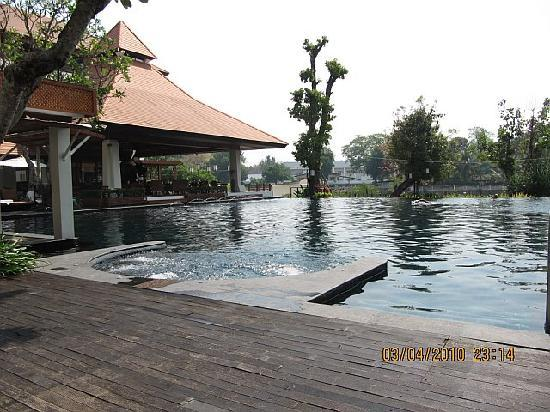 Ratilanna Riverside Spa Resort Chiang Mai: pool