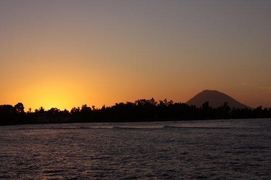 Wori, Indonesia: Increibles puestas de sol