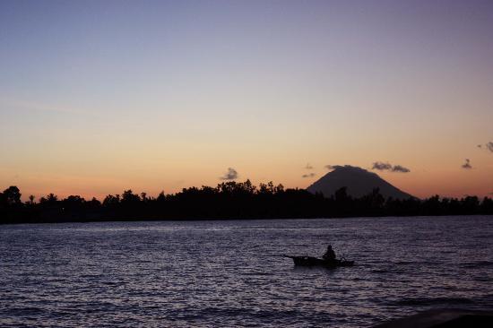 Cocotinos Manado: Vista volcan Manadotua