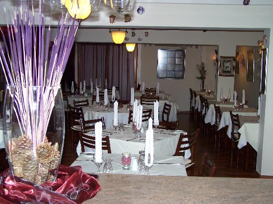 metaxas restaurant setting