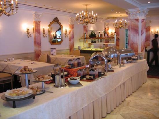 Hotel Schweizerhof Gourmet & Spa: breakfast