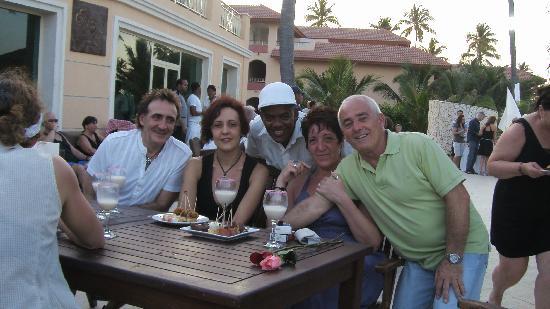 Majestic Elegance Punta Cana: De fiesta con los amigos