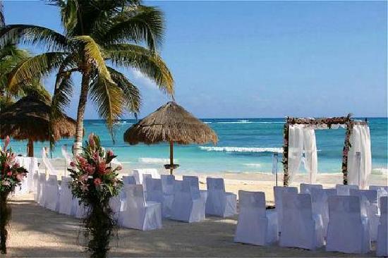Sandos Playacar Beach Resort: wedding setup