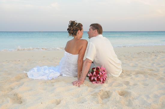 Sandos Playacar Beach Resort: The Happy Couple