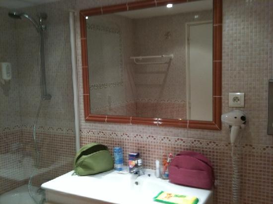 Le Chalet Suisse: Salle de bain côté baignoire