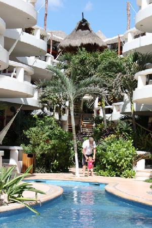 Playa Palms Beach Hotel: The pool and rooms