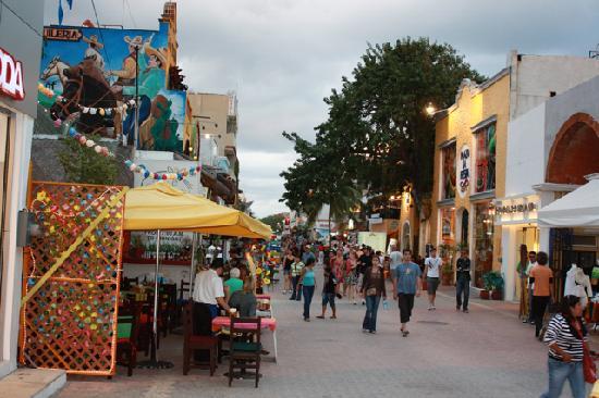 Playa Palms Beach Hotel: downtown Playa del Carmen