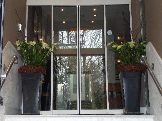 Hotel Piet Hein: Blumen am Eingang