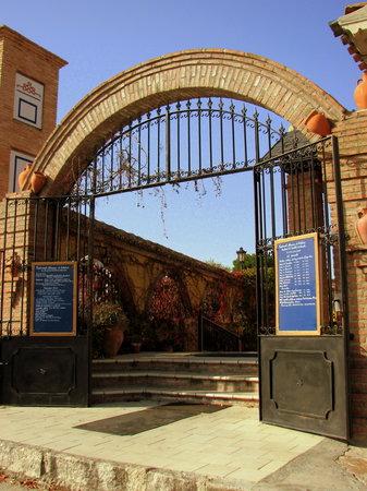 Almenara de Catalucia: Entrada