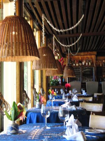 Mama's Fish House: Inside of the restaurant