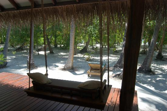 Medhufushi Island Resort: view from beachfront cabin to beach