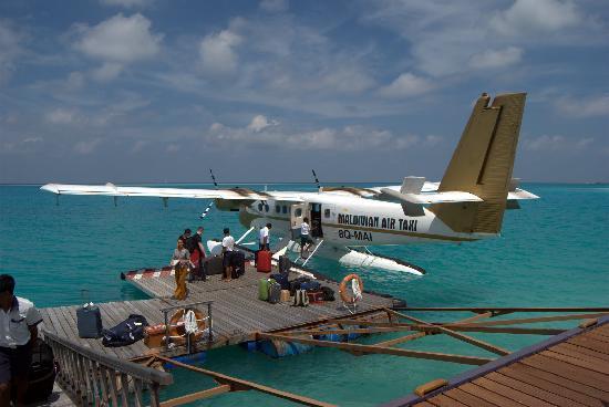 Medhufushi Island Resort: arriving