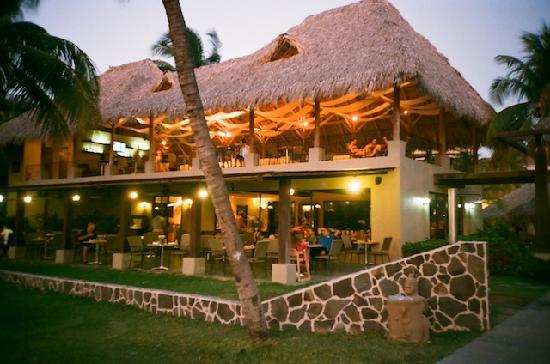 Flamingo Beach Resort And Spa: Arenas restaurant