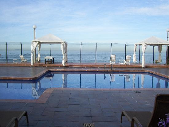 Punta Morro Hotel Suites: ground level at the pool
