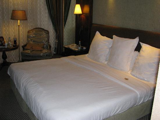 Cordis, Auckland: Very roomy and comfortable bed