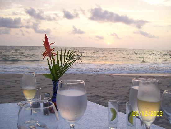 Hyatt Ziva Puerto Vallarta: Dinner for two on the beach