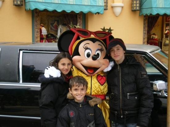 Marne-la-Vallée, Frankrike: Disneyland Paris,Alexia,Minnie,Esther et Théo