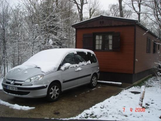 Marne-la-Vallée, Frankrike: David Crocket, à Disneyland-Paris,au milieu de la forèt,style cabane en bois (et sous la neige e
