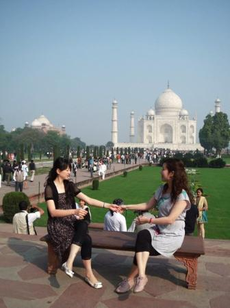 Taj Mahal: another Friendship Forever Pose!