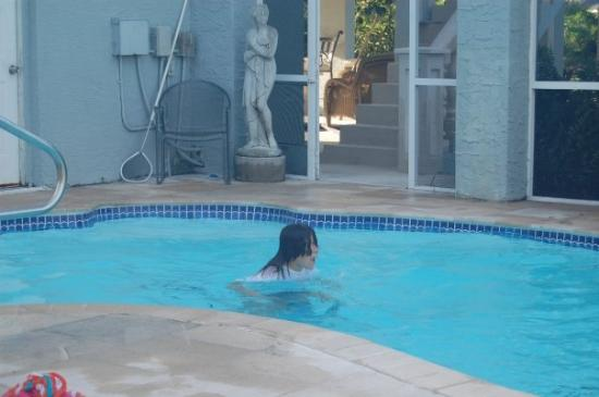 Port Saint Lucie, Φλόριντα: Vivian and Ena's Pool mercy swimming