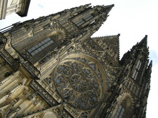 Praha Slott: Castello - particolare del rosone della chiesa