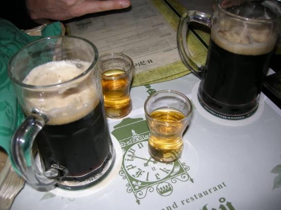 Restaurace U Fleku: U fleků -- dal 1499 ti servono birra senza neanche domandartelo :)